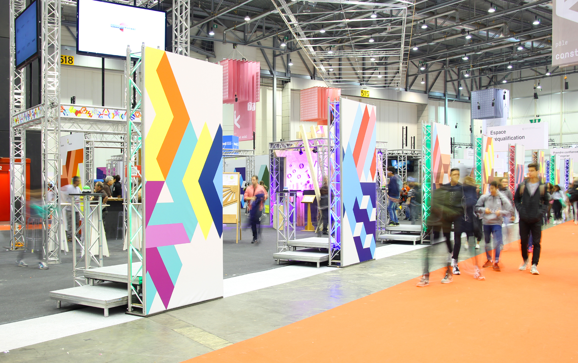 Extensive overview of the new branding applied on the stand Avenir Bâtiment